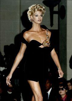 Linda Evangelista -  Gianni Versace Runway Show 1991