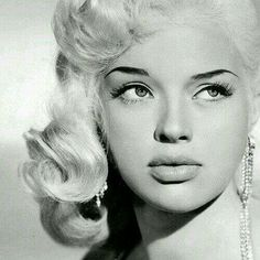 ♥ Old Hollywood ♥ Diana Dors, Viejo Hollywood, Hollywood Divas, Old Hollywood Glamour, Vintage Hollywood, Classic Hollywood, Hollywood Photo, Diana Dors, British Actresses, Hollywood Actresses