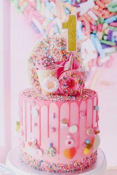 1st Birthday Cake Ideas, 1st Birthday Party, Pink Theme, Party Ideas #Birthday #1stBirthday