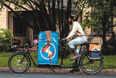 Compost Pedallers is making Austin a greener city. They collect residential and business compost using a Metrofiets cargo bike! The Pedallers say the Metrofiets is a smooth ride that easily handles their massive cargo loads as they navigate the city.