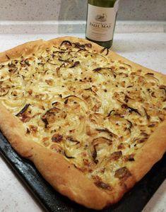 Cibulový koláč s iberijským špekem Czech Recipes, Bon Appetit, Banana Bread, Brunch, Food And Drink, Pizza, Cheese, Snacks, Breakfast