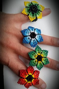 Hand beaded ring flower handmade in Mexico by CreationsLuz Seed Bead Jewelry, Bead Jewellery, Seed Bead Earrings, Beaded Jewelry, Wire Jewelry, Handmade Jewelry, Jewelry Making Tutorials, Beading Tutorials, Beading Patterns