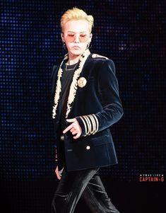 i bleed black and yellow  : fckyeahgdragon:   161203 G-Dragon - BIGBANG...