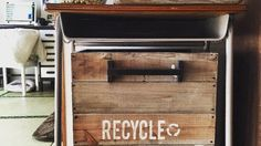 DIY初心者の方でも簡単にできるゴミ箱です。 100均でも手に入るあの液を使って、 ホームセンターの木がアッという間に古材風になりますよ。 究極のプチプラ塗装法なのにかっこよくなるのでお試しくださいね!