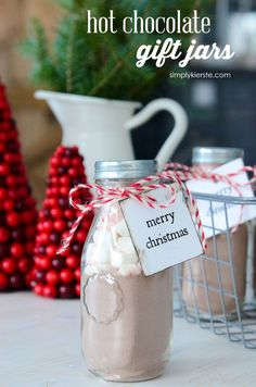 These easy & adorable Hot Chocolate Gift Jars take just minutes to put together, and are perfect for party favors & gifts---teachers, neighbors and more!