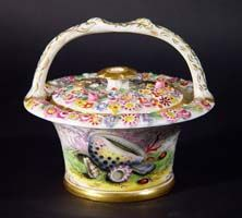 A Chamberlain's Worcester Porcelain Basket and Cover decorated with Sea Shells, Circa 1815-20