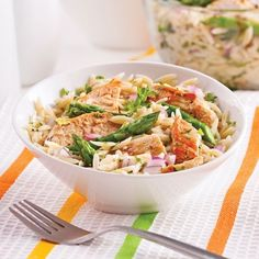 Orzo, Asparagus and Grilled Chicken Salad - 5 ingredients 15 minutes Orzo Risotto, Greek Seasoning, Salmon Pasta, Orzo Salad, Grilled Chicken Salad, Salad Dressing Recipes, How To Cook Quinoa, Rice Recipes, Salads