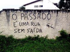 Pichadora poética usa os muros de Curitiba como página em branco para falar de amor – Grupo Ação de Midia