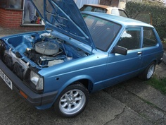 Toyota Starlet KP60 with 4.0L Range Rover carb'd V8. My Starlet was one from 1985. My first car! Also blue like this one. <3