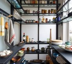 Pain5 the shelves BLACK for drama!