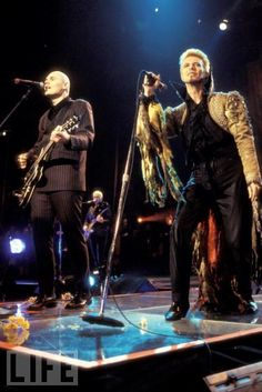 Billy Corgan (Smashing Pumpkins) and David Bowie, on stage! - [50th birthday of David Bowie].