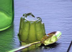 Želatina! Starodávné jídlo, které pomáhá zlepšit pokožku, kosti a zpomalit stárnutí!  Želatina je starodávné jídlo, které stejně jako kolagen, získalo moderní popularitu pro svou schopnost zlepšit pokožku a pomalé stárnutí.  Co je želatina? Želatina je látka složená z aminokyselin, které jsou odvozeny z kolagenu. Kolagen je dobře známý pro jeho dobrý vliv na pokožku a vlasy a j... Nordic Interior, Cucumber, Tableware, Health, Dinnerware, Tablewares, Dishes, Place Settings