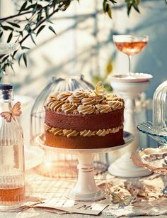Alice's secret garden cake. An enchanted cake to wow friends with at Easter.