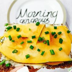 Tanyas Topper of the day: @TheLaughingCow wedges, sliced mango & chives  #FiberFULL #TanyasToppers   Mango provides #betacarotene, which supports the immune system & promotes healthy skin & hair, too #beautyfood