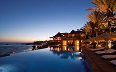 Located at the tip of the Baja Peninsula, this resort has a breathtaking infinity pool right on the beach. Esperanza resort has a private cove and bluff where the spa has in an indoor steam cave and offers amenities in a hidden garden by the sea.