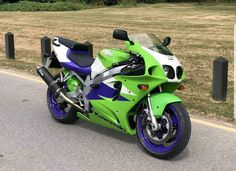 Kawasaki Zx7r, Kawasaki Ninja, Kawasaki Motorcycles, Racing Motorcycles, Sportbikes, Classic Bikes, Street Bikes, Back In The Day, Green And Purple