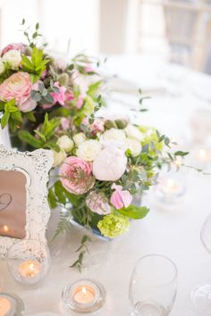 The vintage soft look of the table flowers by Lamber de Bie were a talking point for all the guests. There generous displays were individually designed for each table.
