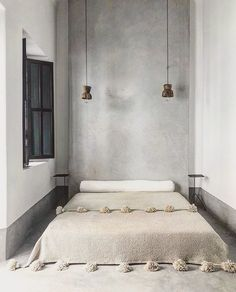 A warm grey palette with a textured tadelakt wall, beautiful wooden lamps and a Moroccan pompom blanket create a minimalist space with… Earthy Home Decor, Moroccan Home Decor, Moroccan Interiors, Quirky Home Decor, Home Decor Signs, Cheap Home Decor, Home Design, Wabi Sabi, Style Oriental