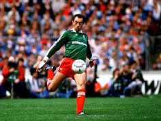 Liverpool v Everton at Wembley in the 1986 FA Cup final.  Bruce Grobbelaar, Liverpool goalkeeper