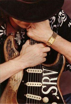 Stevie Ray Vaughan Holding his guitar Stevie Ray Vaughan, Eric Clapton, Fender Stratocaster, Fender Guitars, Bass Guitars, Rock And Roll, Best Guitar Players, Best Guitarist, Blues Music