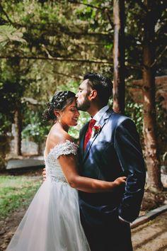 35 frases de amor para dedicarle a esa persona amada. #Matrimoniocompe #Organizaciondebodas #Matrimonio #Novios #TipsNupciales #CaminoAlAltar #MatriPeru #BodaPeru #Amor #Romantico #Couple #Cutecouple #Pareja #Novios #RecienCasados #FrasesDeAmor #FrasesRomanticas #LoveQuotes Around The Worlds, Photo And Video, Wedding Dresses, Instagram, Romantic Words, Romantic Quotes, Quotes Love, Smart Jokes, Husband Wife