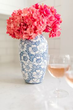 The Wedding Registry Items You Need To Be The Best Host Ever With Macy's - Belle The Magazine - Coffee Creative Photography | What must haves wedding gifts for your home you need on your bridal registry and store ideas | Tall blue vase #ad #weddingregistry #bridalregistry #weddinggifts