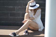 Look verano, altas temperaturas. Con Kaftan y sombrero de SUITEBLANCO y sandalias de The White Brand TWB - El Blog de Luceral StreetStyle