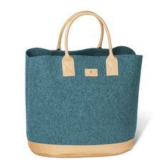 """Die angenehm tragbare Merinofilz-Tasche """"Asolo"""" hat viele Gesichter. Immer gut in Form, egal aus welcher Situation entsprungen, stellt sie sich ihren Aufgaben als attraktive Begleiterin. Kind Und Kegel, Form, Tote Bag, Fashion, Shoe Polish, Blue Grey, Faces, Light Blue, Don't Care"""