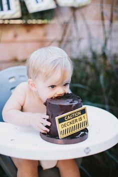 @Jess Pearl Pearl Pearl Liu sara, could we do this for the smash cake? Little Boy Construction Themed Birthday Party