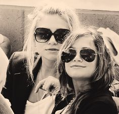 List of Celebrities: Ashley and Mary Kate Olsen