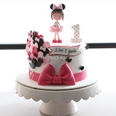 Tem bolo da Minnie mais fofo? By @mutludukkan ! #Cake #bolodecorado #cakedesigner #ideas #festainfantil #partyideas #minnie #festaminnie