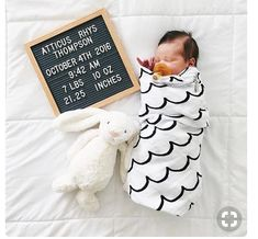 These creative birth announcements might be just what you are looking for. Do you want a beautiful and creative way to announce your baby on social media or with a birth announcement card? Birth Pictures, Newborn Pictures, Newborn Pics, Baby Monthly Pictures, Baby Hospital Pictures, Birth Photos, Newborn Announcement, Baby Arrival Announcement, Baby Birth Announcements