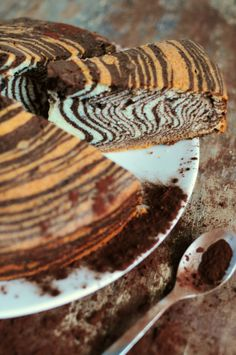 Zebra cake Sweet Loaf Recipe, Sweet Recipes, Cupcakes, Cupcake Cakes, Inside Cake, Chocolate Pastry, Salty Foods, Elegant Cakes, Sweet And Salty