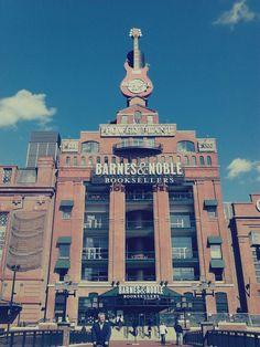 Barnes & Noble at Hard Rock Cafè in Baltimore, MD.