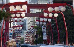 Boa parte da comunidade japonesa do #Brasil se encontra em um único bairro próximo ao centro antigo da cidade de São Paulo. O bairro da #Liberdade foi escolhido pelos imigrantes orientais no início do século  É considerada a maior comunidade japonesa do mundo, fora do Japão. Confira no blog: http://blog.bestday.com.br/reduto-japones-em-sao-paulo/