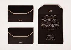 Invitaciones en color negro para xv años http://ideasparamisquince.com/invitaciones-color-negro-xv-anos/