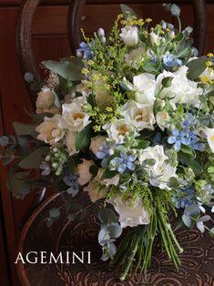アニヴェルセルみなとみらい様までお届けさせていただいた、バラ・ウェディングドレスとブルースターのブーケ。 まだまだ暑い時期でしたので、夏らしく仕上げました… Floral Wreath, Wreaths, Flowers, Plants, Summer, Gifts, Wedding, Bouquets, Decor