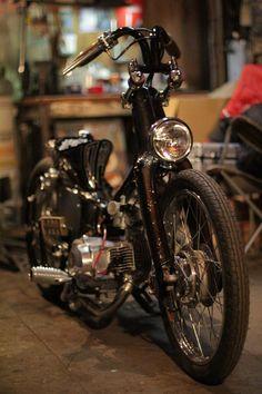 ここ最近、本当に多くのお問い合わせ、  突撃ご来店、誠にありがとうございます!   電話でのお問い合わせ時は、  皆様、若干ご緊張されている... Custom Moped, Custom Bikes, Classic Bikes, Classic Cars, Honda Passport, Mini Chopper, Bike Rider, Kustom Kulture, Mini Bike