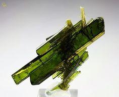 pictures of gems and minerals of portugal | ... Évora partilhou a foto de CRYSTALS MINERALS GEMSTONES FOSSILS ROCKS
