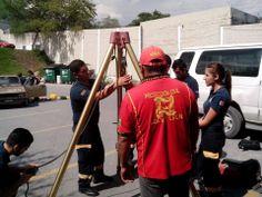 Preparatoria Técnica Médica de la UANL durante práctica con Tripié de Rescate Skedco.     EMS México | Equipando a los Profesionales