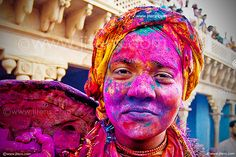 Nomadic Decorator | Holi Color Splash | http://nomadicdecorator.com