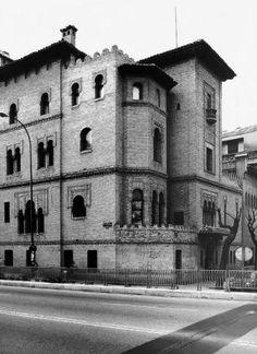 Palacio de Osma. 1889 y 1893 como residencia particular de D. Guillermo de Osma y Dª Adelaida Crooke, en el que Fort se recrea en la arquitectura árabe levantando un bello conjunto con un concienzudo estudio de los huecos y de la decoración, inspirado en la Giralda sevillana.