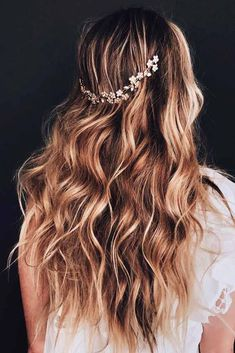 Long layered hair styles come to our rescue when we are tired of our old cut and wish to refresh it, yet, we don't really want to sacrifice the length. If you still hesitate whether to opt for layers, you can find good reasons to do it on our blog! #longlayeredhair #layeredhair #longhair #layeredhairstyle