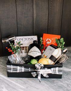 A More Personalized Holiday Gifting - Andee Layne Diy Christmas Baskets, Christmas Diy, Christmas Sweaters, Hostess Gifts, Holiday Gifts, Gift Baskets For Men, Male Gift Basket, Hampers For Men, Cadeau Surprise