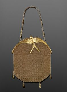 Art Nouveau 18K yellow gold mesh evening bag by LaCloche Freres with sculpted swallow