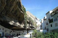 """Setenil de las Bodegas, ou """"Rock City"""" Espagne."""