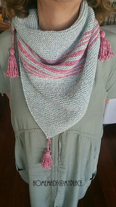 Last December, I saw a very simple and cute scarf knitted by Angie ( le monde de sucrette) and I thought to knit one for me, too, but then . Easy Scarf Knitting Patterns, Knit Vest Pattern, Knit Patterns, Knitted Poncho, Knitted Shawls, Knit Scarves, Bandanas, Homemade Scarves, Diy Scarf