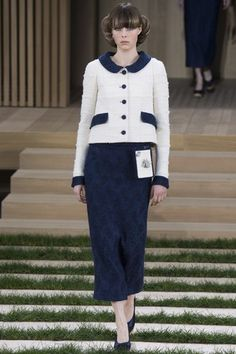 See the complete Chanel Spring 2016 Couture collection.