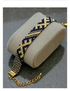 Gold I wanted showing you how to make a bracelet with natural stone and leather thread with video. Loom Bracelet Patterns, Bead Loom Bracelets, Bead Loom Patterns, Bracelet Crafts, Woven Bracelets, Beaded Jewelry Patterns, Beading Patterns, Bijoux Diy, Bead Jewellery
