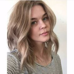 Looking to refresh your natural or dyed blond or try on a new summer shade? Then here are some of the best dirty blonde hair color ideas to inspire you. Dirty Blonde Hair Ashy, Dark Blonde Hair Color, Honey Blonde Hair, Dark Hair, Brown Hair Inspiration, Natural Dark Blonde, Hair Highlights, New Hair, Cool Hairstyles